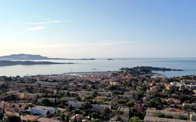 vue aérienne par drone Bandol - www.pixair83.fr